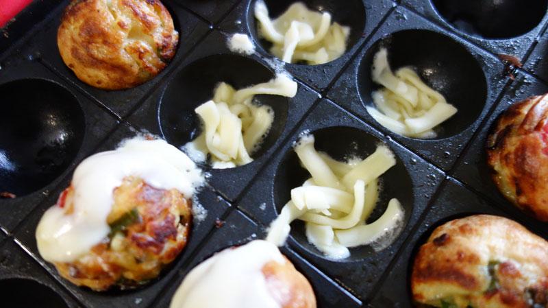 たこ焼きの味変にチーズたこ焼き。