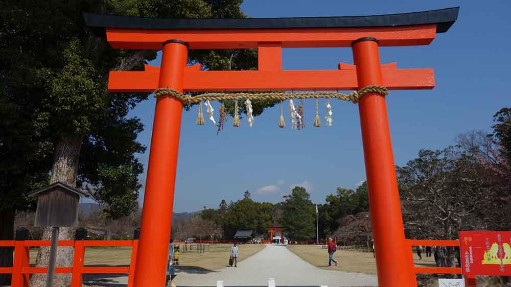 上賀茂神社の朱塗りの鳥居